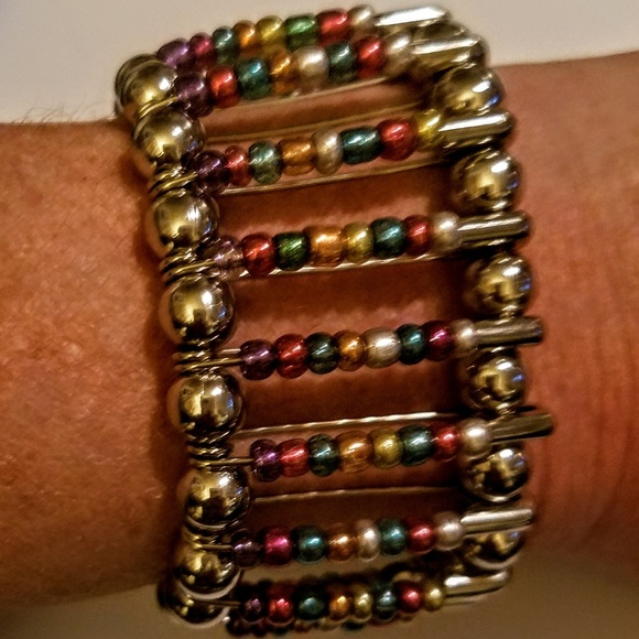hand crafted Jewelry - Bracelet made of safety pins and beads